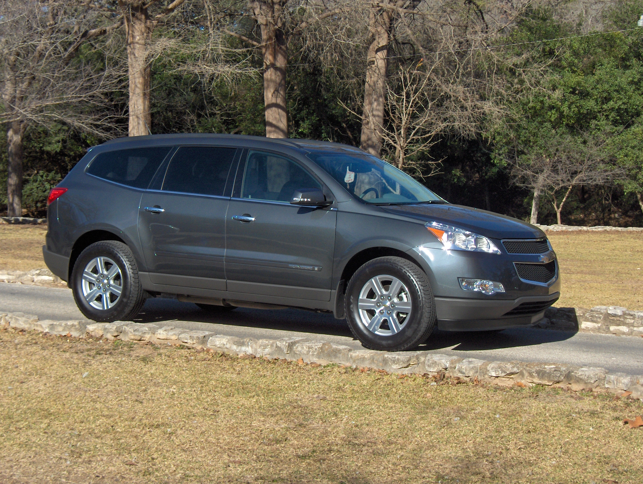 2009 chevrolet traverse lt review autosavant autosavant. Black Bedroom Furniture Sets. Home Design Ideas