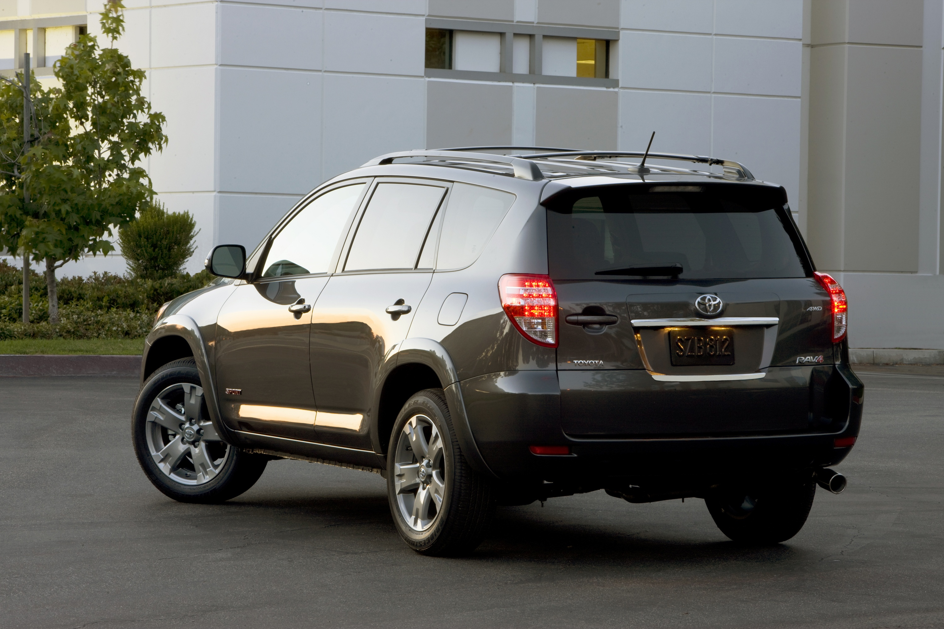 2009 toyota rav4 sport 4x4 v6 review autosavant autosavant. Black Bedroom Furniture Sets. Home Design Ideas