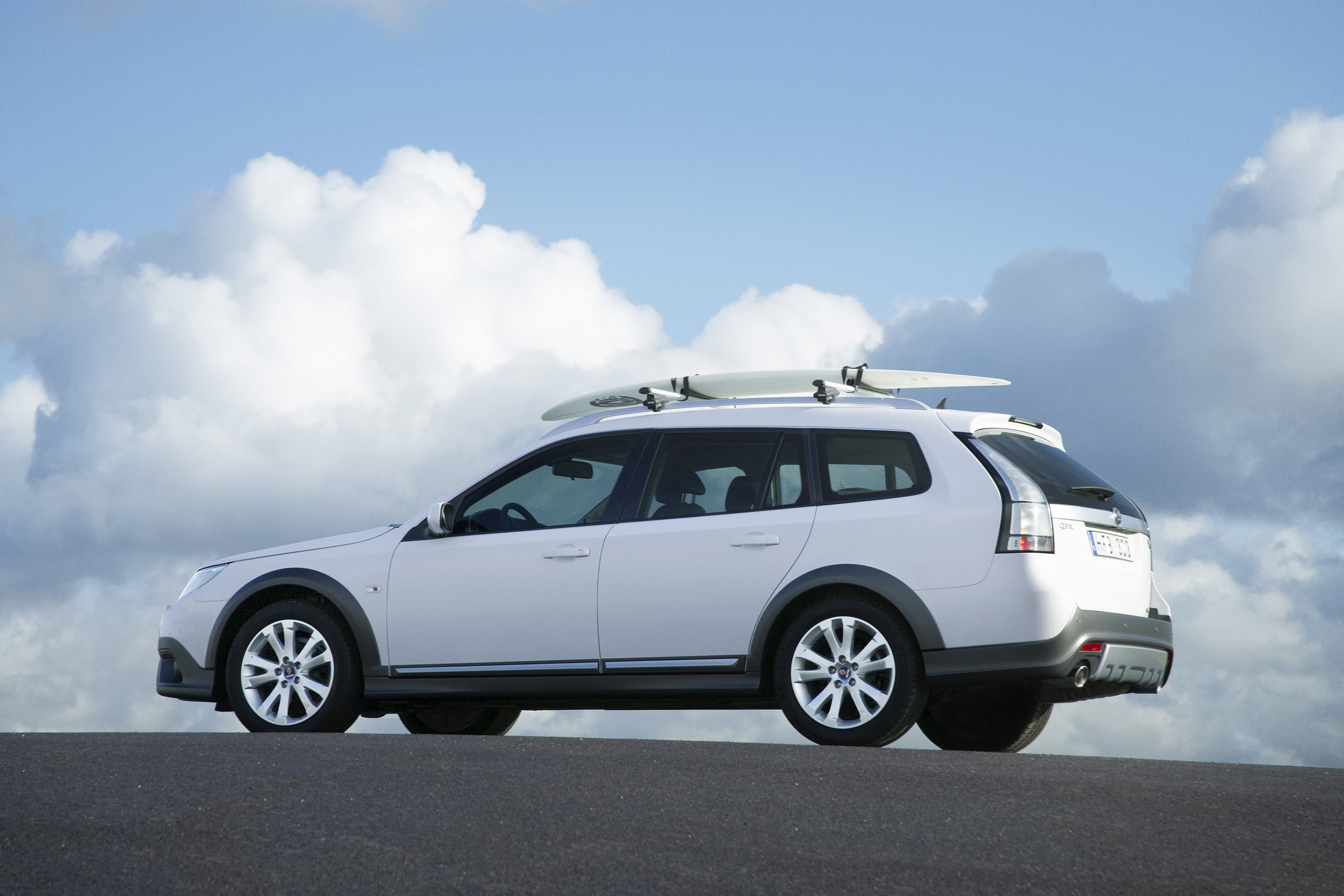 Much like other automakers raised suspension awd wagons the 9 3x is designed to give the additional clearance needed for driving on unpaved roads