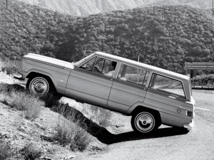 154_0709_03_z1963_jeep_wagoneer_4x4side_view