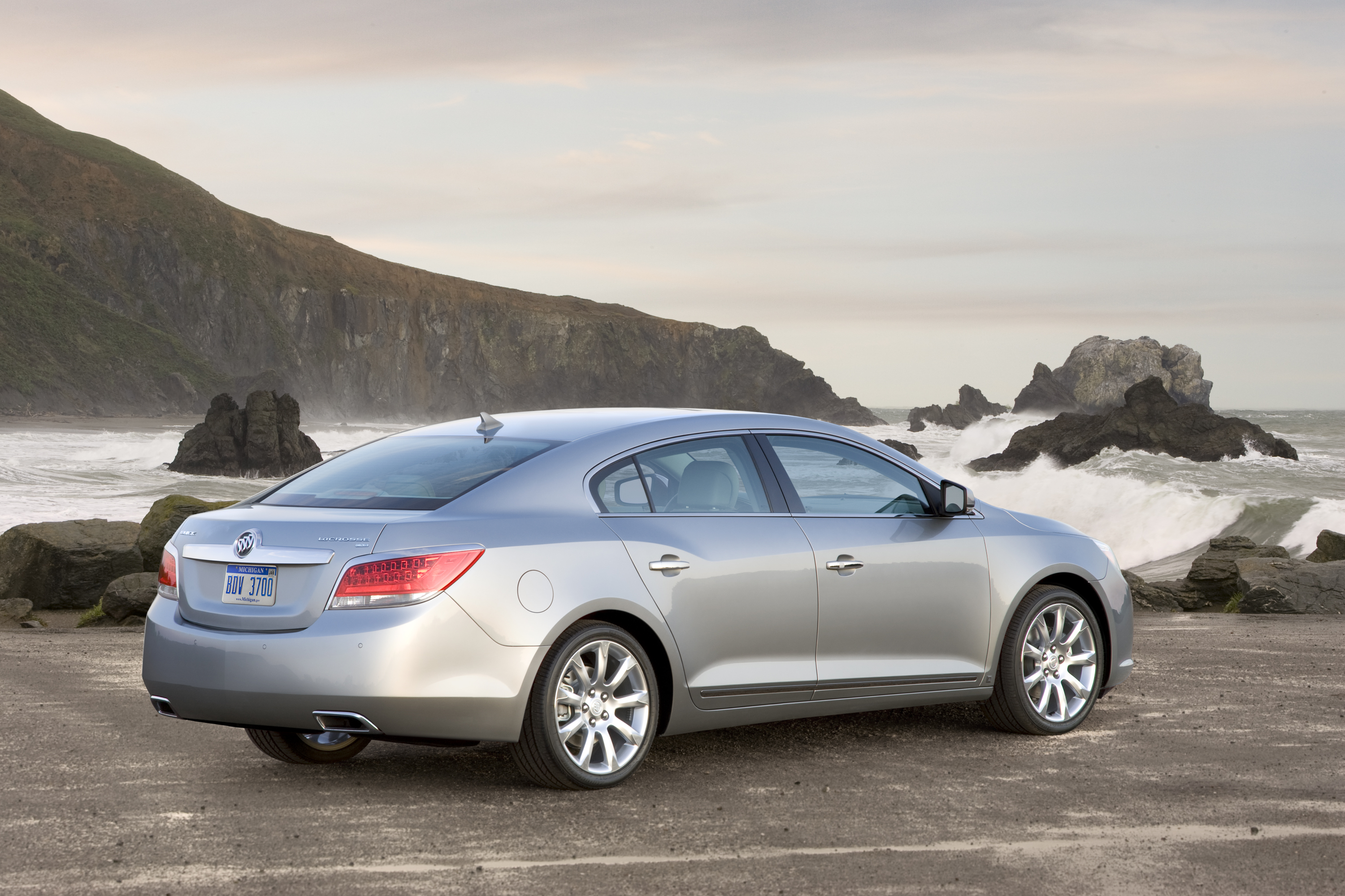 2010 Buick LaCrosse CXS. X10BU_LC032 (United States)