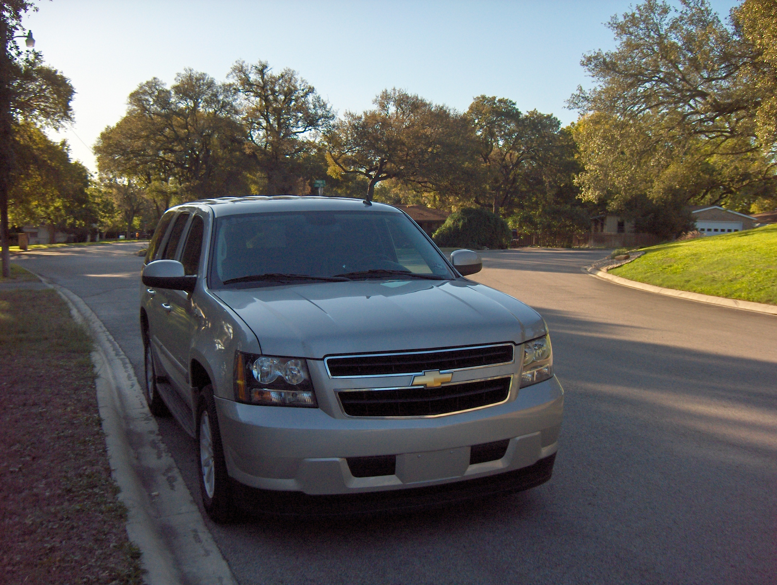 2010 chevrolet tahoe hybrid review autosavant autosavant. Black Bedroom Furniture Sets. Home Design Ideas