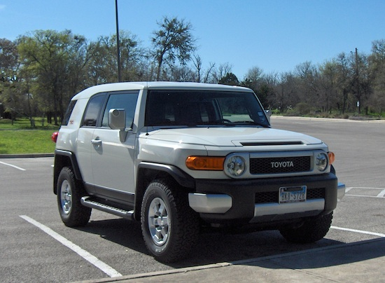 2010 toyota fj cruiser 4 x 2 review autosavant autosavant. Black Bedroom Furniture Sets. Home Design Ideas
