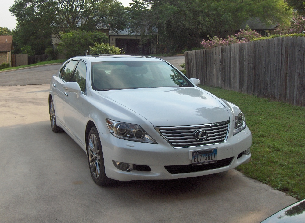 review 2010 lexus ls460l autosavant autosavant. Black Bedroom Furniture Sets. Home Design Ideas