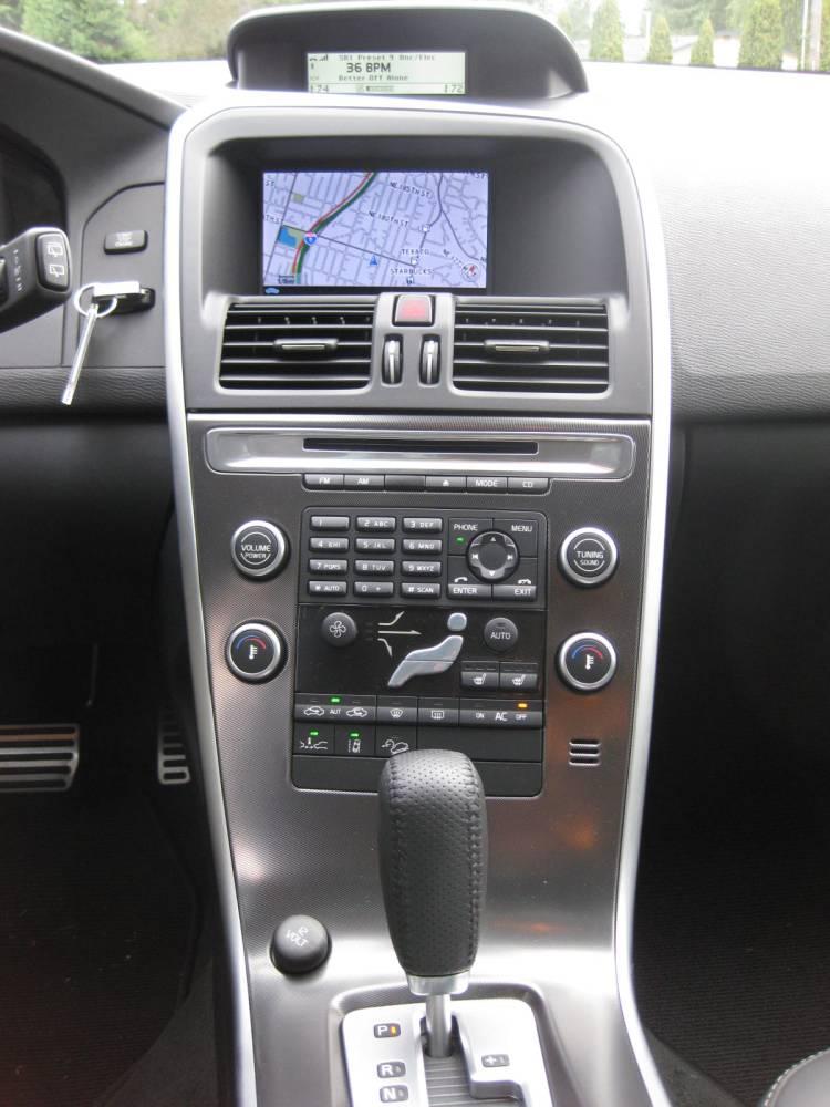 Review: 2010 Volvo XC60 T6 AWD R-Design - Autosavant | Autosavant
