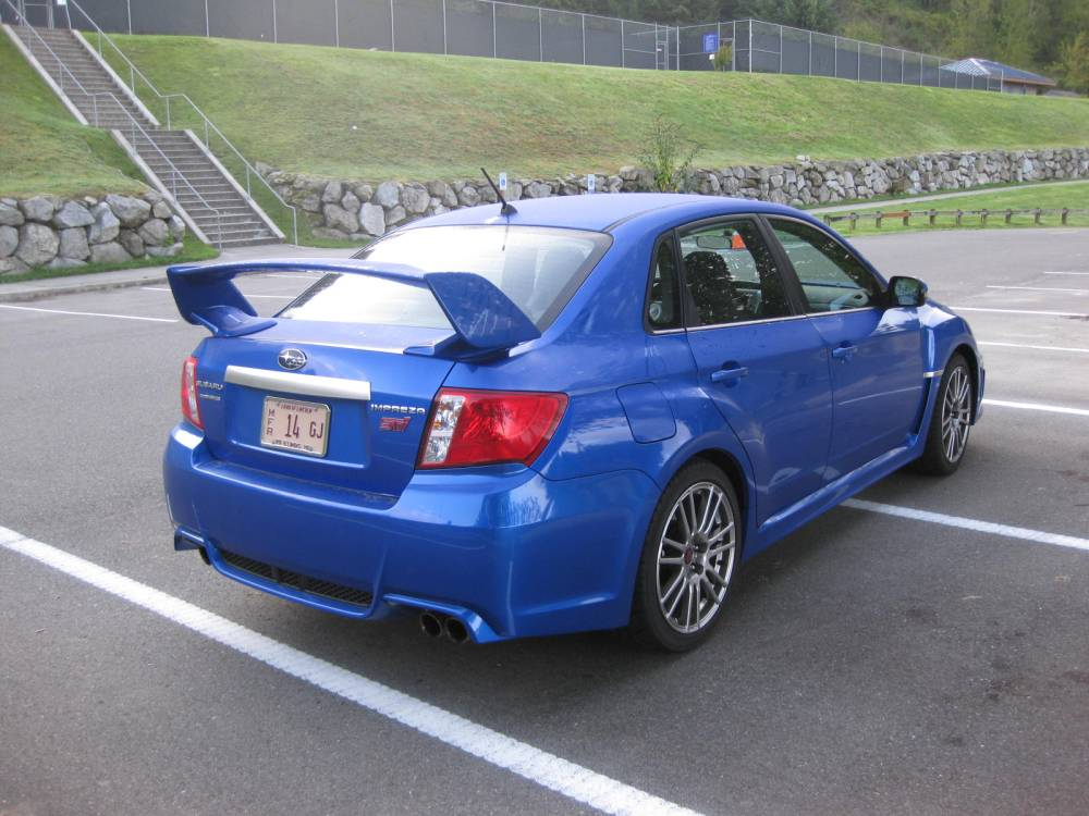 review 2011 subaru impreza wrx sti autosavant autosavant. Black Bedroom Furniture Sets. Home Design Ideas