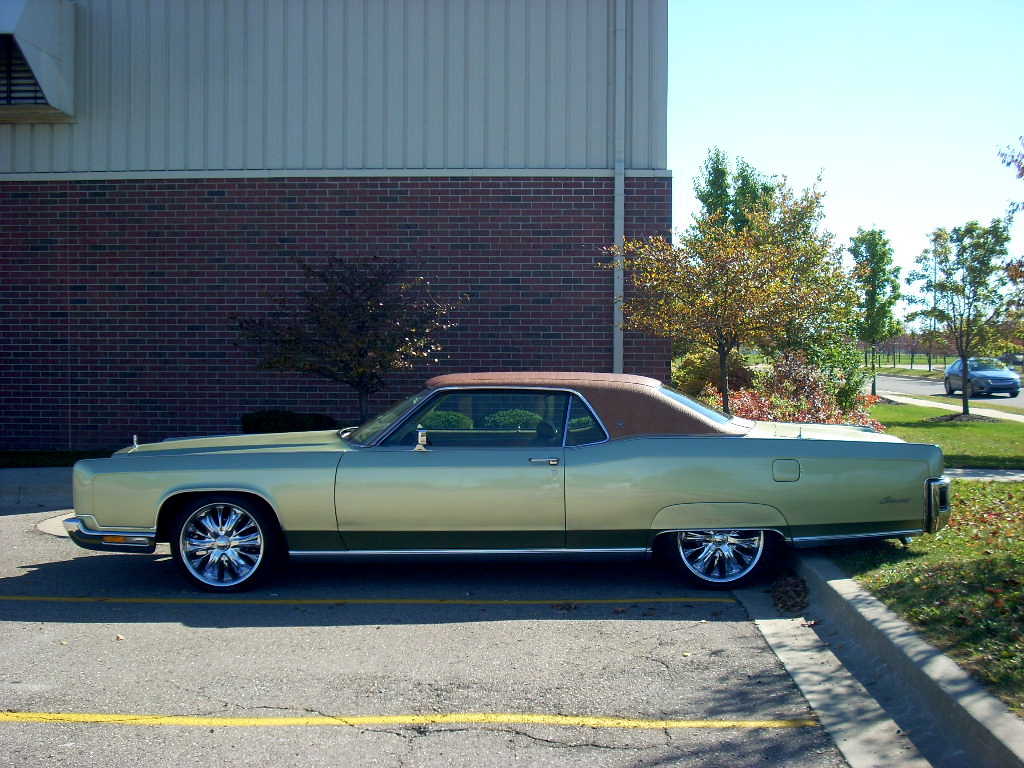 Hey There S A Cool Car 1973 Lincoln Continental Autosavant