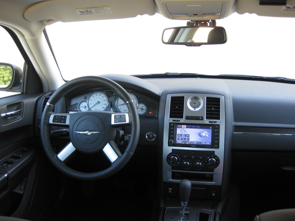 Review 2010 chrysler 300c srt8 autosavant autosavant - Chrysler 300 interior accessories ...