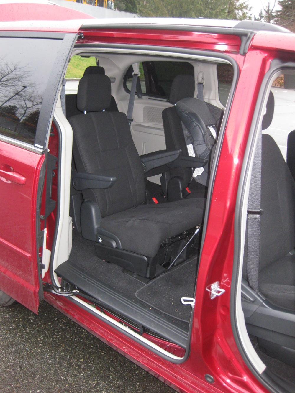 Review: 2011 Dodge Grand Caravan Crew - Autosavant   Autosavant