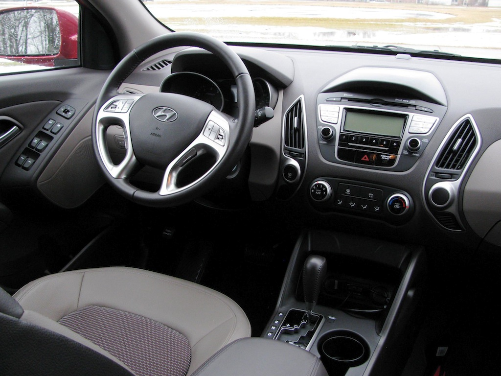 review 2011 hyundai tucson gls fwd autosavant autosavant. Black Bedroom Furniture Sets. Home Design Ideas