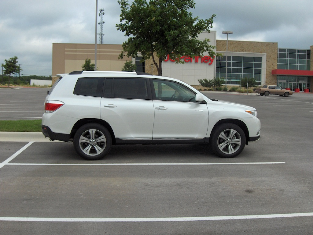 review 2011 toyota highlander 4x2 limited autosavant autosavant. Black Bedroom Furniture Sets. Home Design Ideas