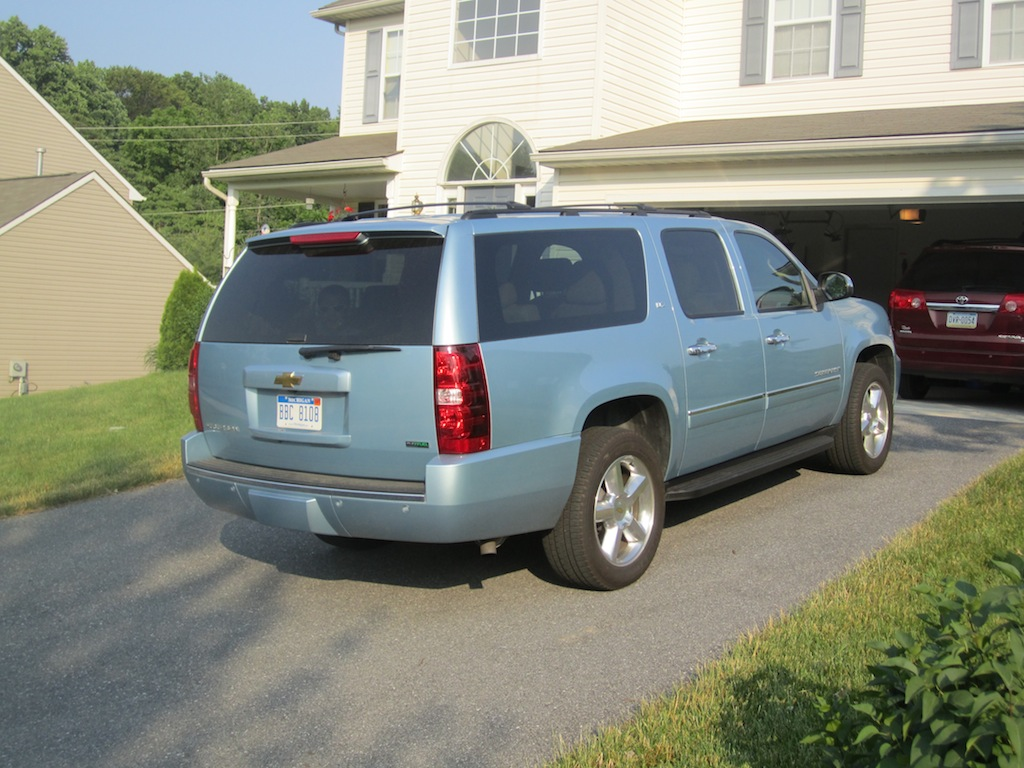 review 2011 chevrolet suburban ltz 4x4 autosavant. Black Bedroom Furniture Sets. Home Design Ideas