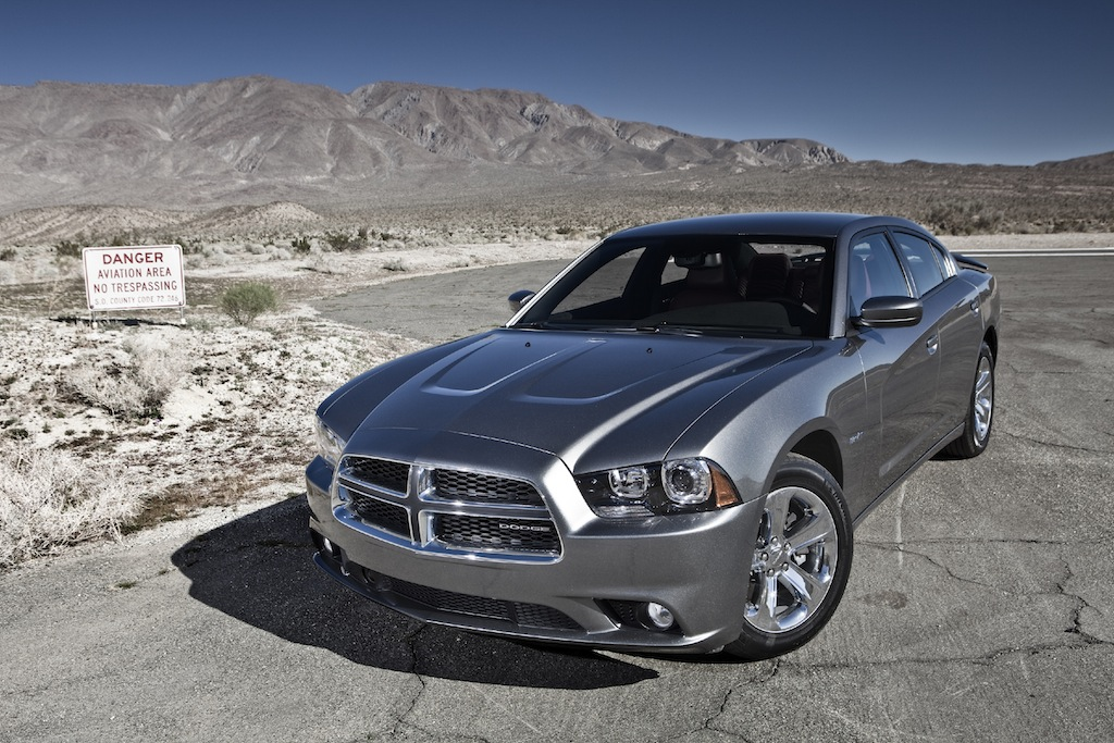 review 2011 dodge charger r t max awd autosavant autosavant. Black Bedroom Furniture Sets. Home Design Ideas