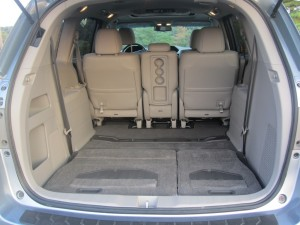 review 2011 honda odyssey touring elite autosavant autosavant. Black Bedroom Furniture Sets. Home Design Ideas
