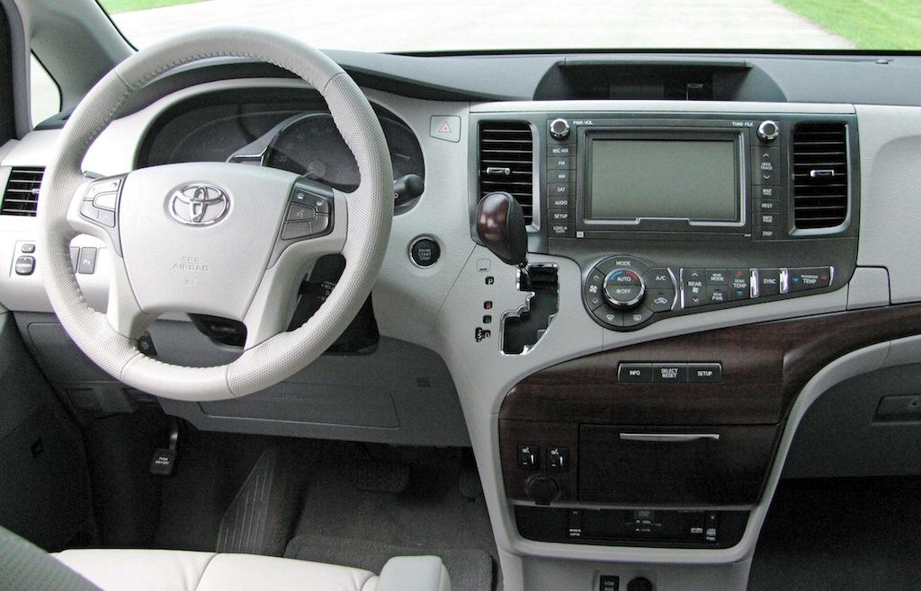 Review Toyota Sienna XLE 35L  Autosavant  Autosavant