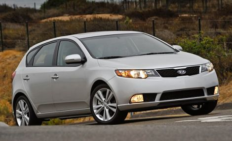 review 2011 kia forte sx 5 door autosavant autosavant. Black Bedroom Furniture Sets. Home Design Ideas