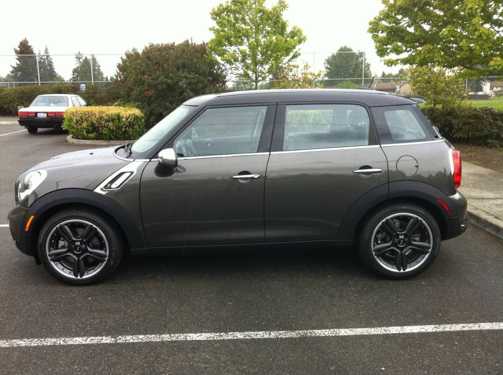 review 2011 mini cooper s countryman autosavant autosavant. Black Bedroom Furniture Sets. Home Design Ideas