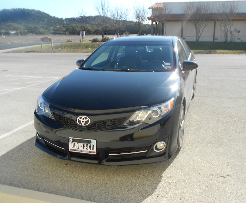 review 2012 toyota camry se autosavant autosavant. Black Bedroom Furniture Sets. Home Design Ideas