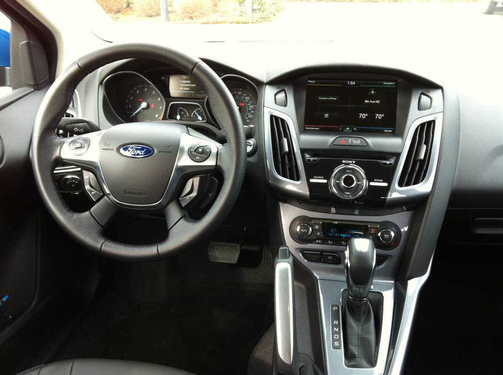 2012 Ford Focus Titanium Sedan 028