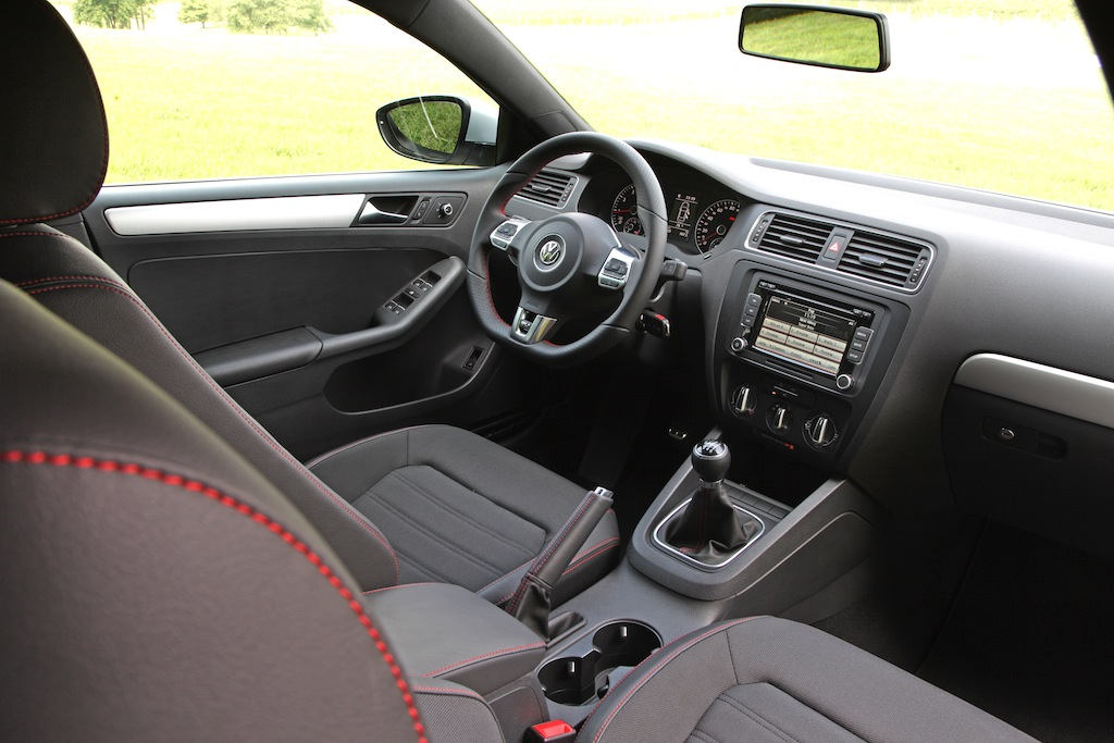 Review: 2012 Volkswagen Jetta GLI Autobahn DSG - Autosavant | Autosavant