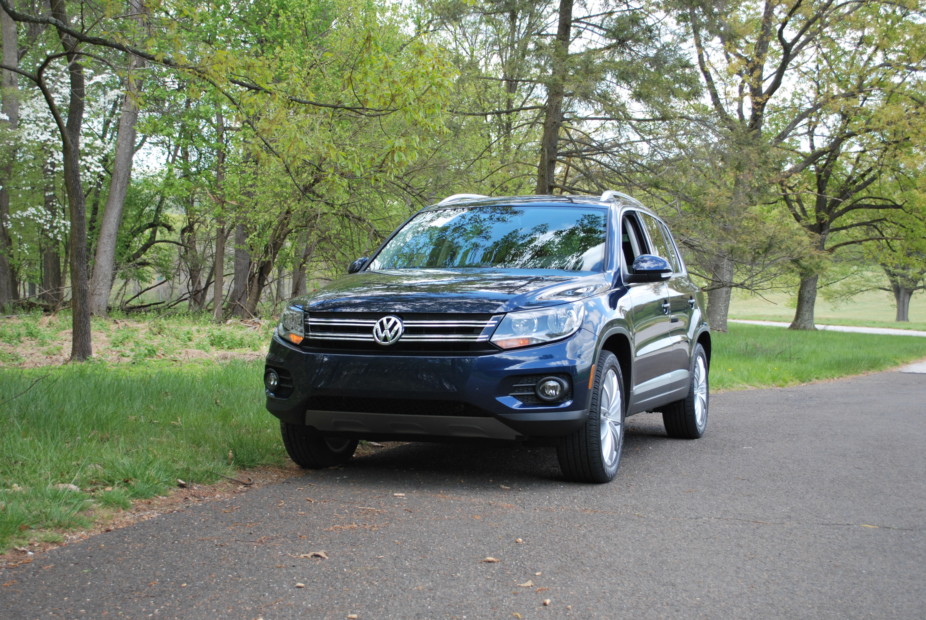 all tiguan low volkswagen drive overview inventory features turbo miles owner with wheel