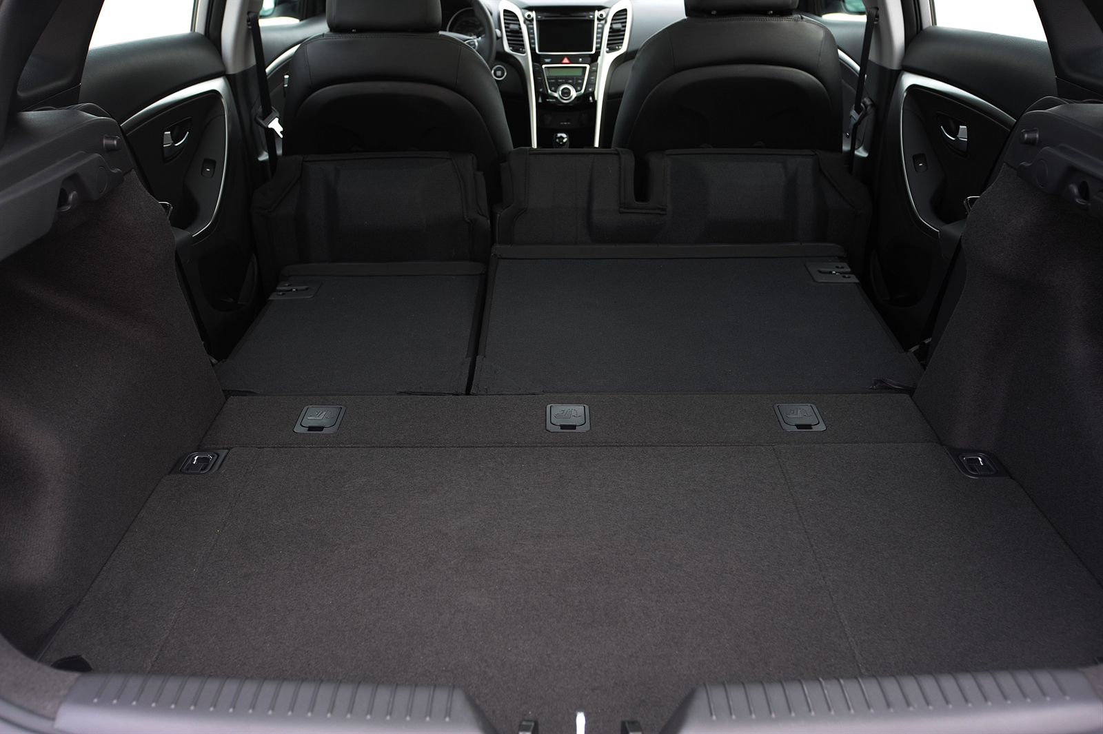 first drive 2013 hyundai elantra gt autosavant autosavant. Black Bedroom Furniture Sets. Home Design Ideas