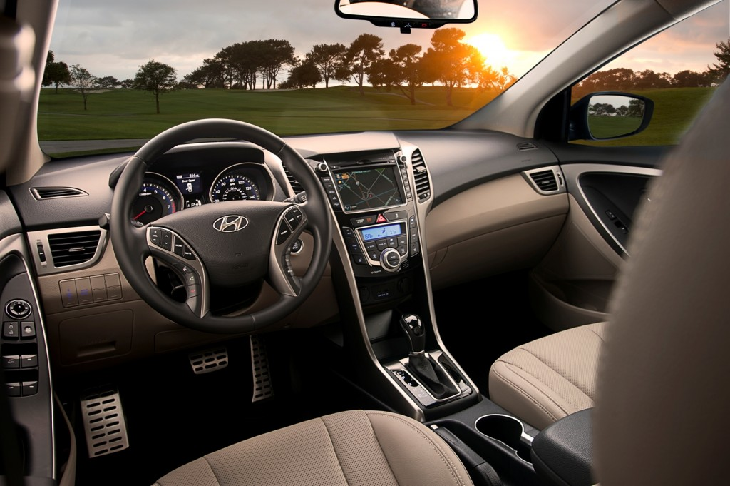 2013 hyundai elantra gt interior autosavant autosavant. Black Bedroom Furniture Sets. Home Design Ideas