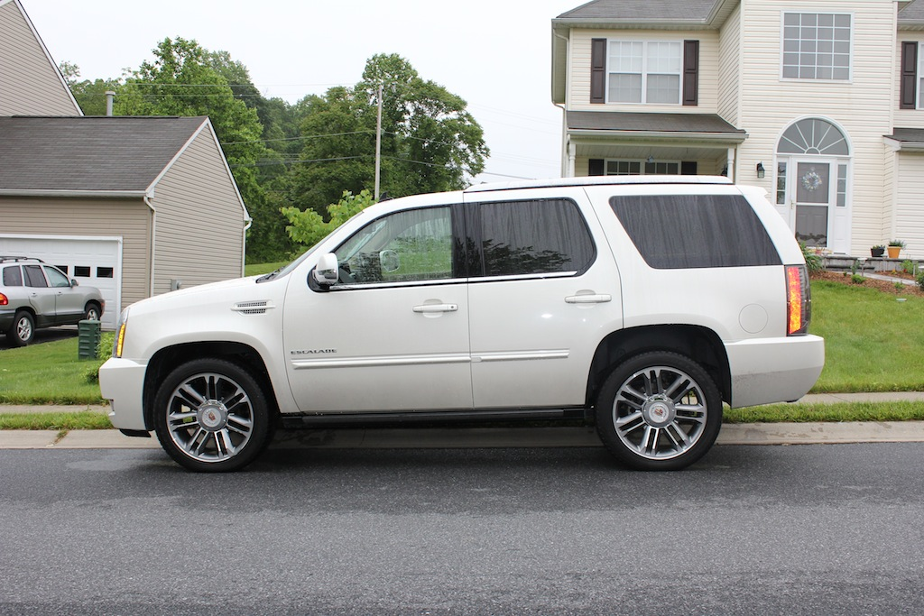review 2012 cadillac escalade awd premium collection autosavant autosavant. Black Bedroom Furniture Sets. Home Design Ideas