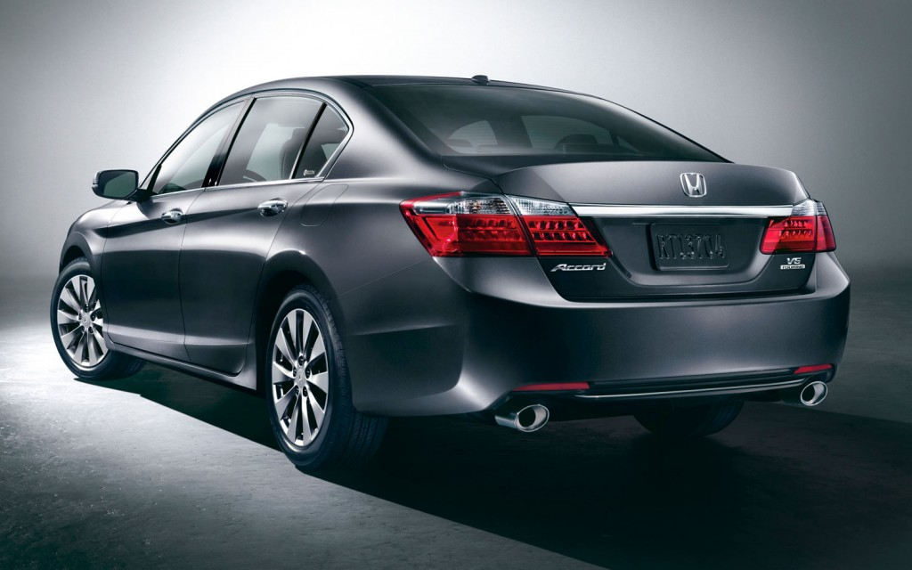 2013-Honda-Accord-Touring-sedan-rear-side-view1-1024x640