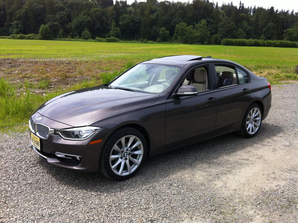 Review 2012 bmw 328i sedan modern line autosavant for Bmw modern line