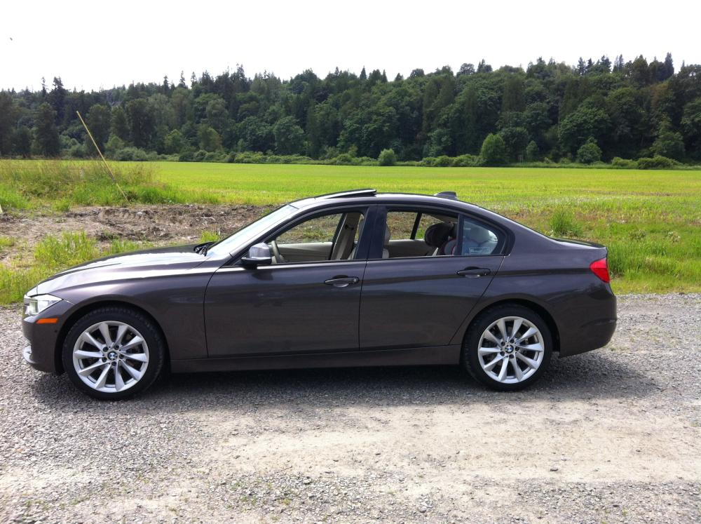 review 2012 bmw 328i sedan modern line autosavant autosavant. Black Bedroom Furniture Sets. Home Design Ideas