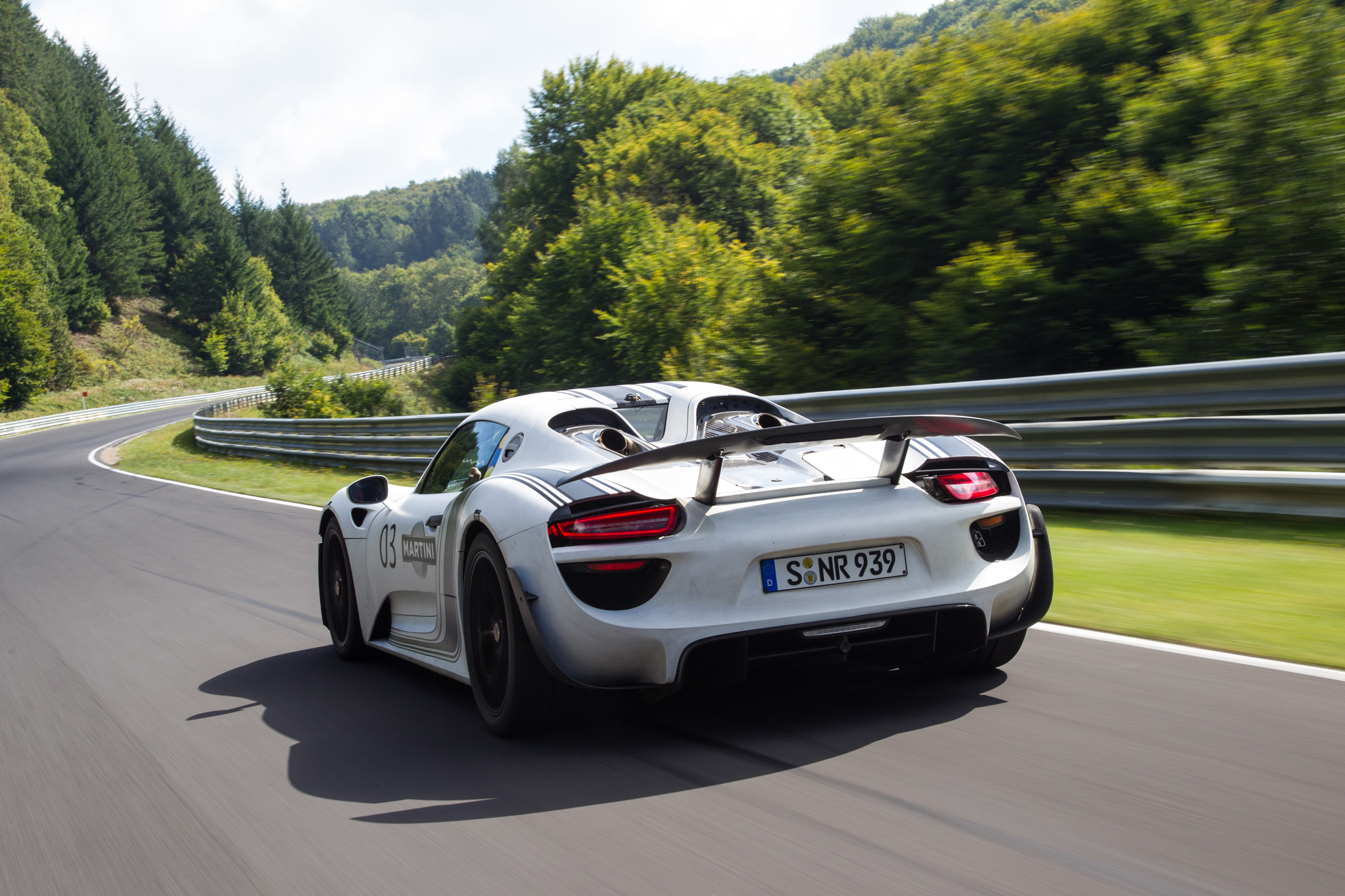 Porsche 918 Prototype Smashes Previous Nurburgring Lap Time