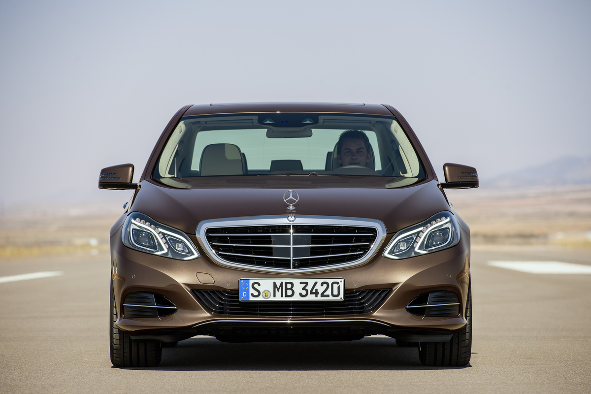Mercedes benz officially unveils 2014 e class sedan for Mercedes benz e class 2014