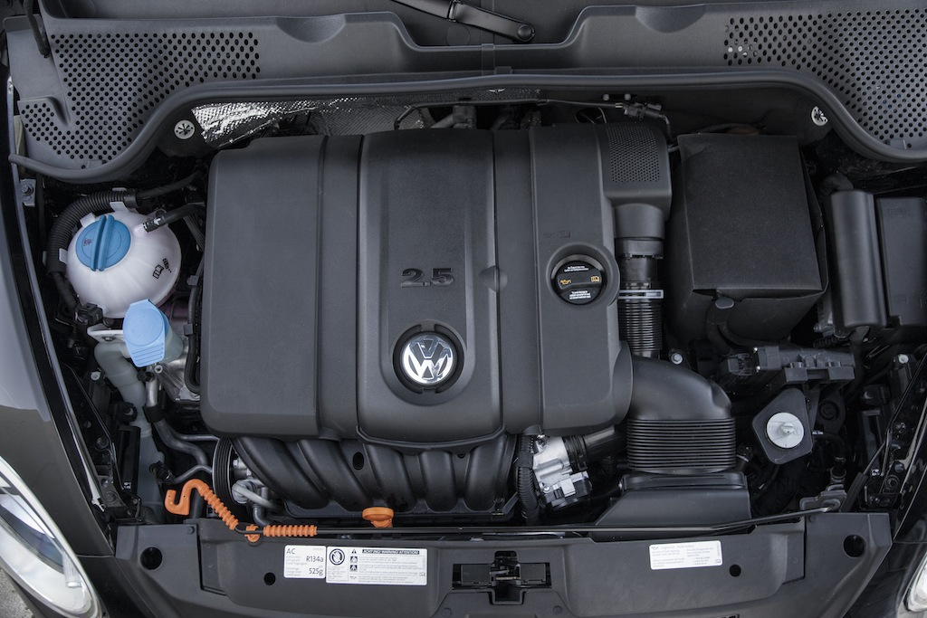 2000 vw beetle relay diagram with Vw Beetle 2 5l Engine Diagram on Infiniti G37 Fuse Box Location also Ls Fuse Box Diagram 2002 additionally 2014 Vw Jetta Oil Filter Location together with Fuse Box Location 2012 Honda Civic together with Wiringt1.