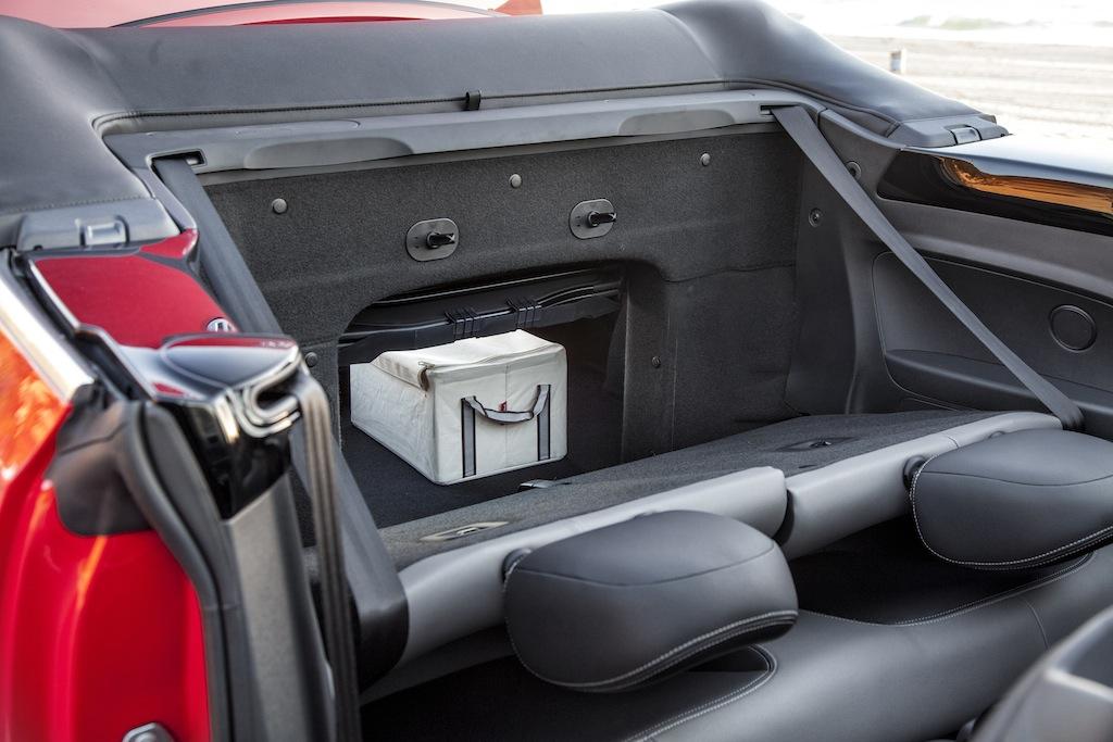 first drive 2013 volkswagen beetle convertible autosavant autosavant. Black Bedroom Furniture Sets. Home Design Ideas