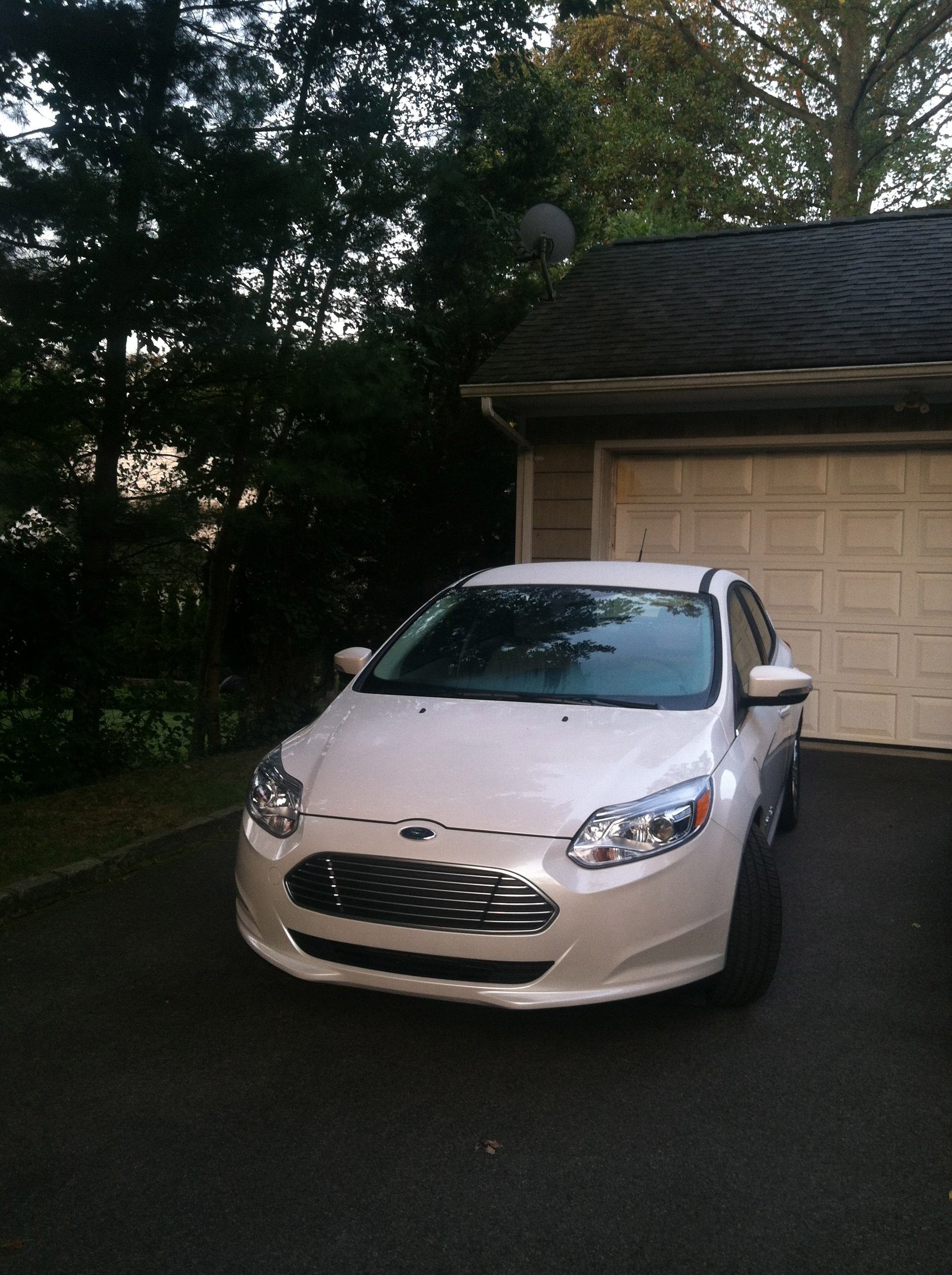 review 2012 ford focus electric autosavant autosavant. Black Bedroom Furniture Sets. Home Design Ideas