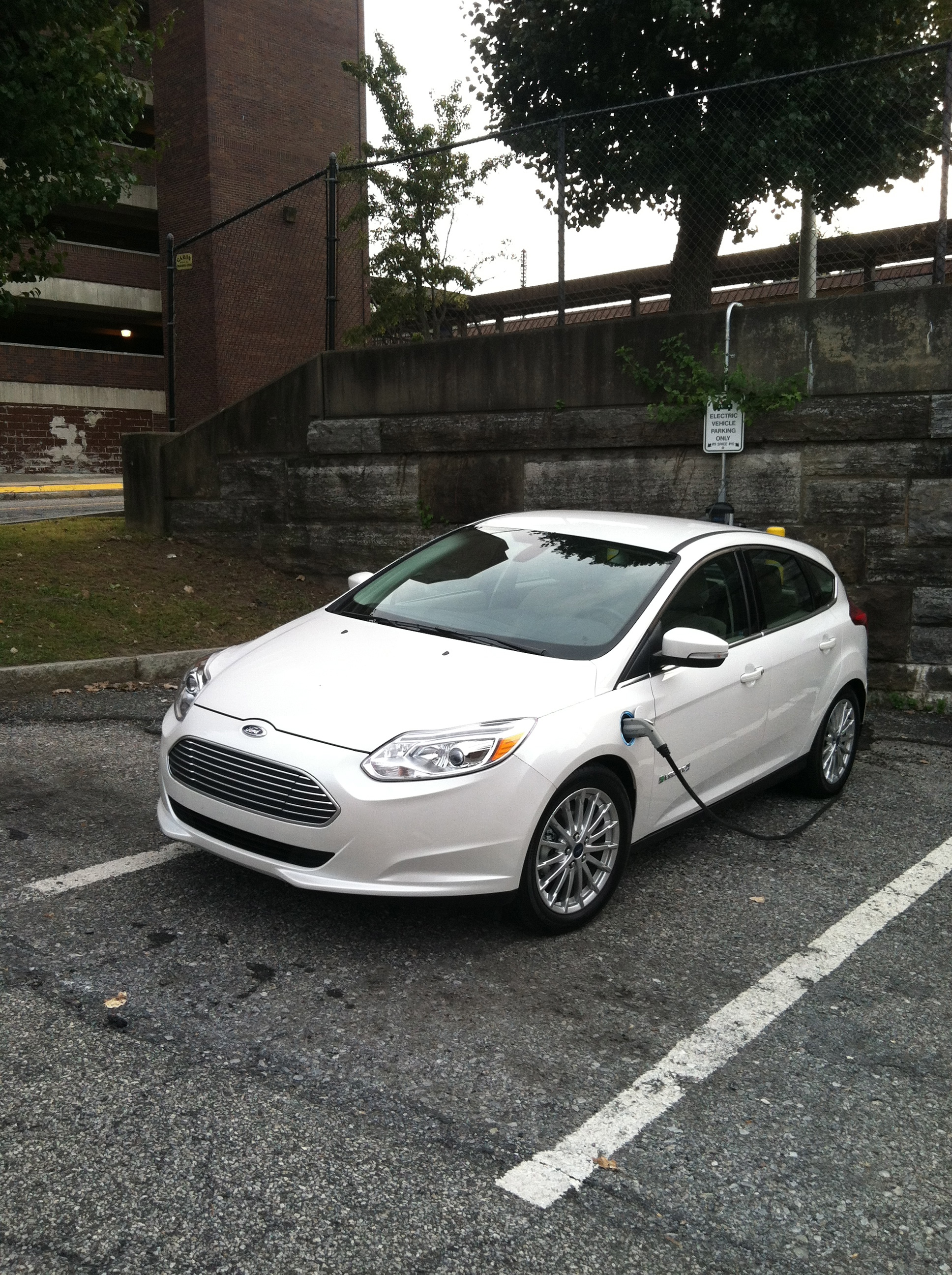 2012 ford focus electric charging autosavant autosavant. Black Bedroom Furniture Sets. Home Design Ideas