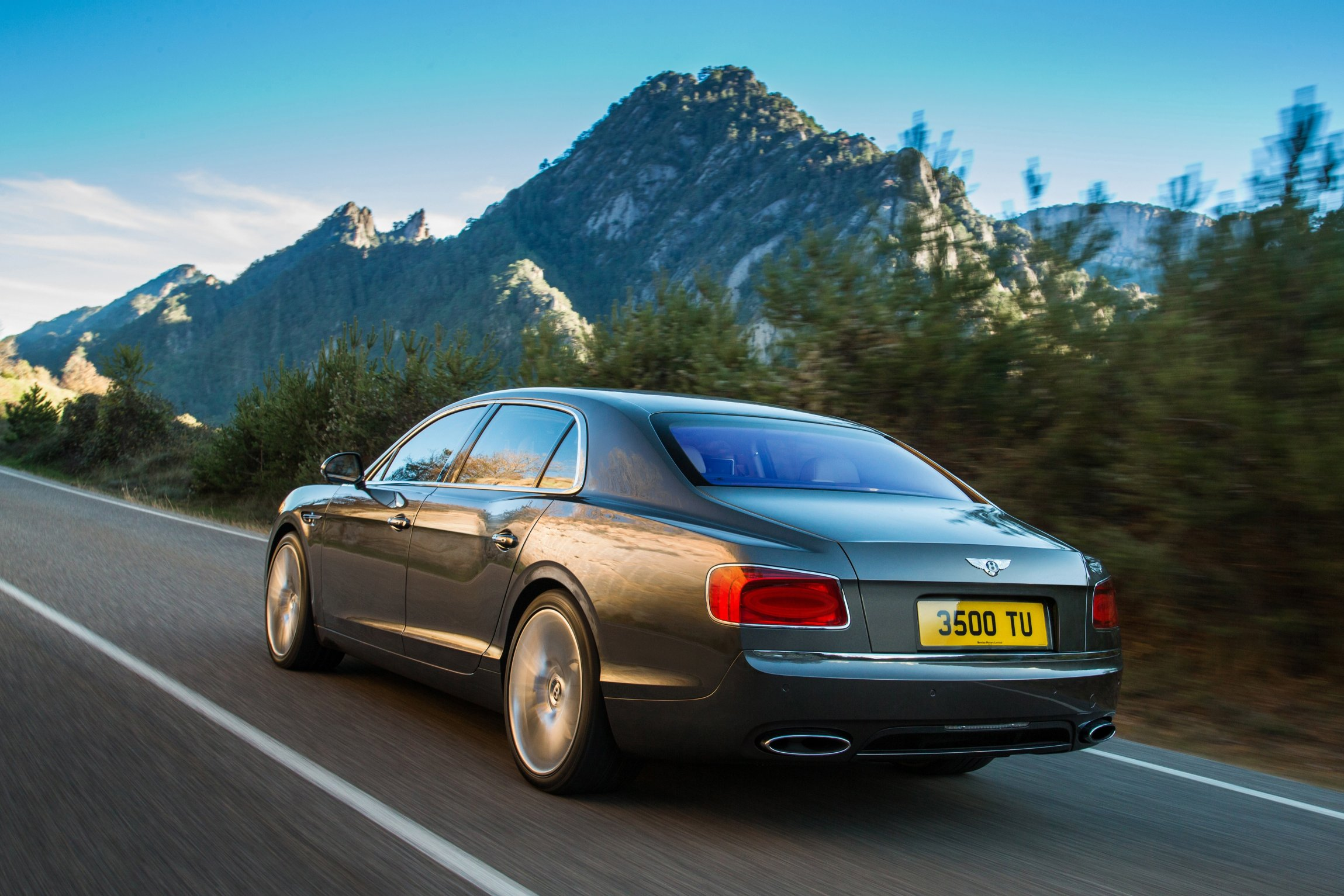 The exterior styling of the 2014 Bentley Flying Spur sedan retains many of the familiar lines that first made their debut on the two door Continental ... & Bentley Previews 2014 Flying Spur Sedan - Autosavant | Autosavant