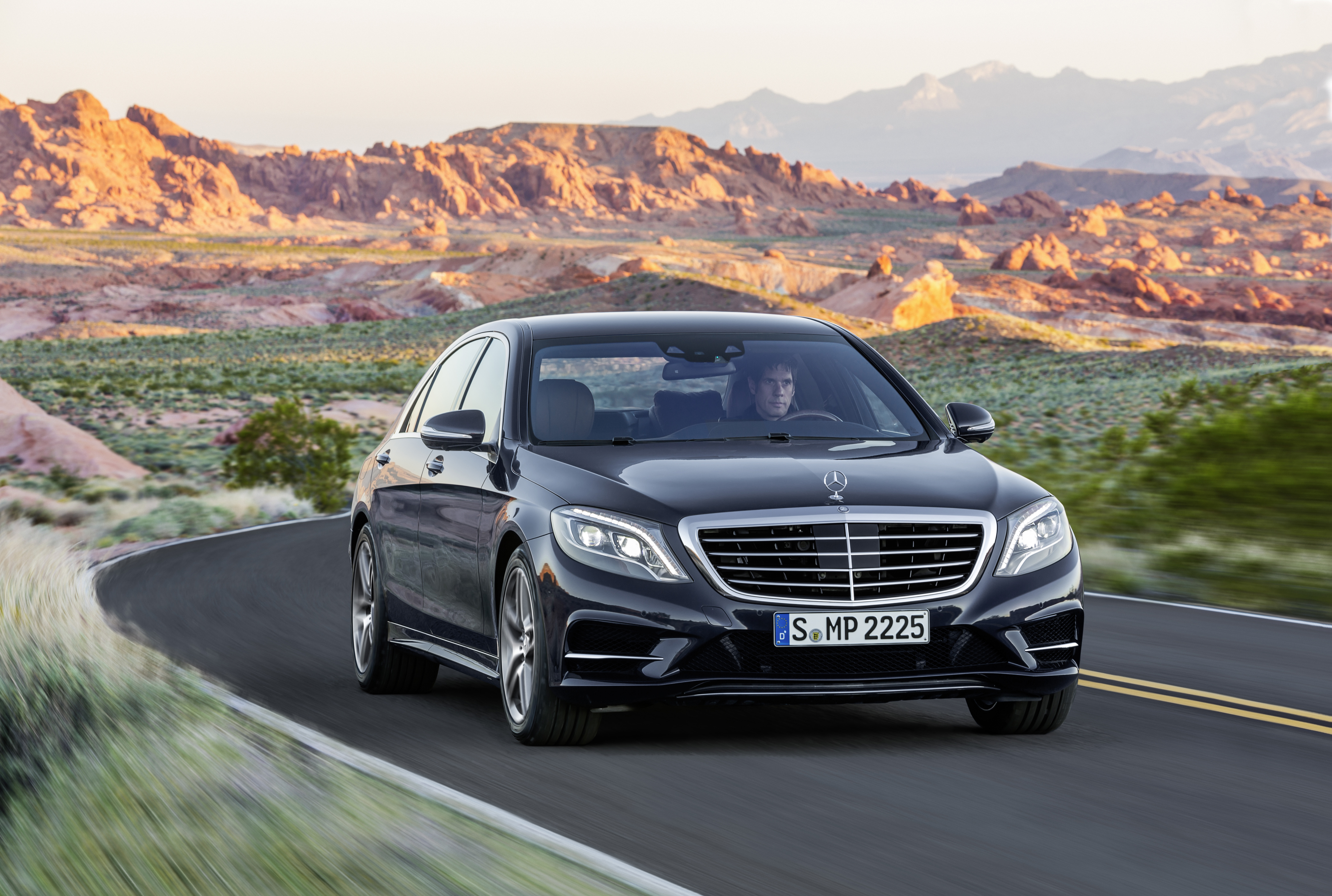 Mercedes-Benz Unveils Redesigned 2014 S-Class Sedan
