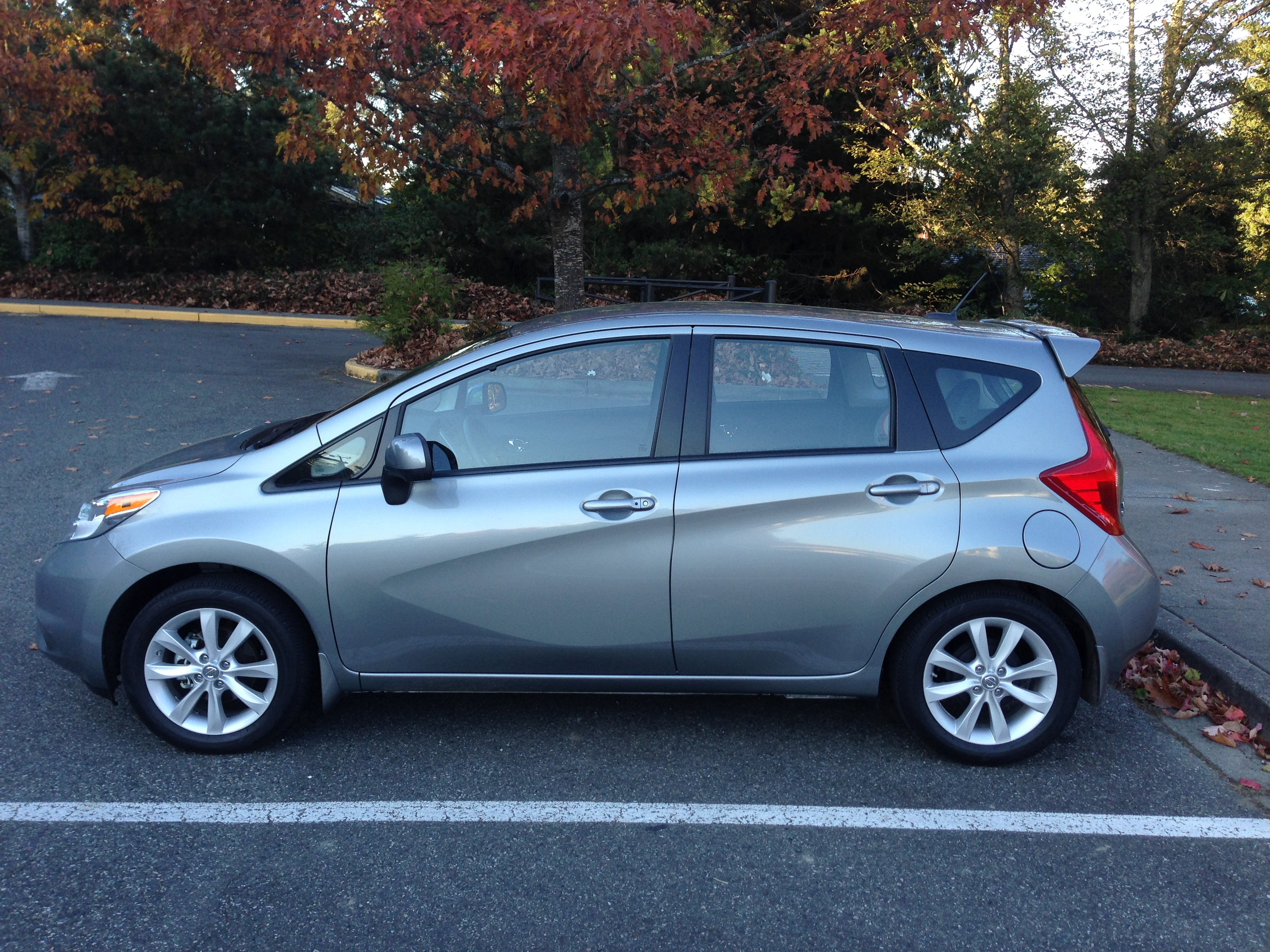 review 2014 nissan versa note sv autosavant autosavant. Black Bedroom Furniture Sets. Home Design Ideas