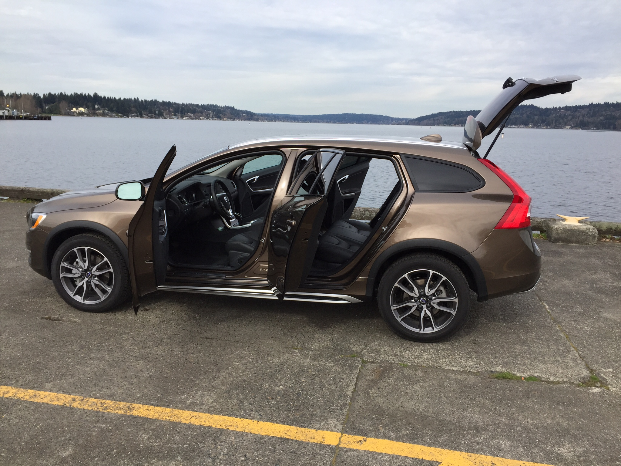 review 2015 5 volvo v60 t5 awd cross country. Black Bedroom Furniture Sets. Home Design Ideas